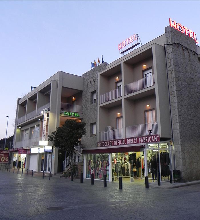 Fachada Hotel Puerta de España
